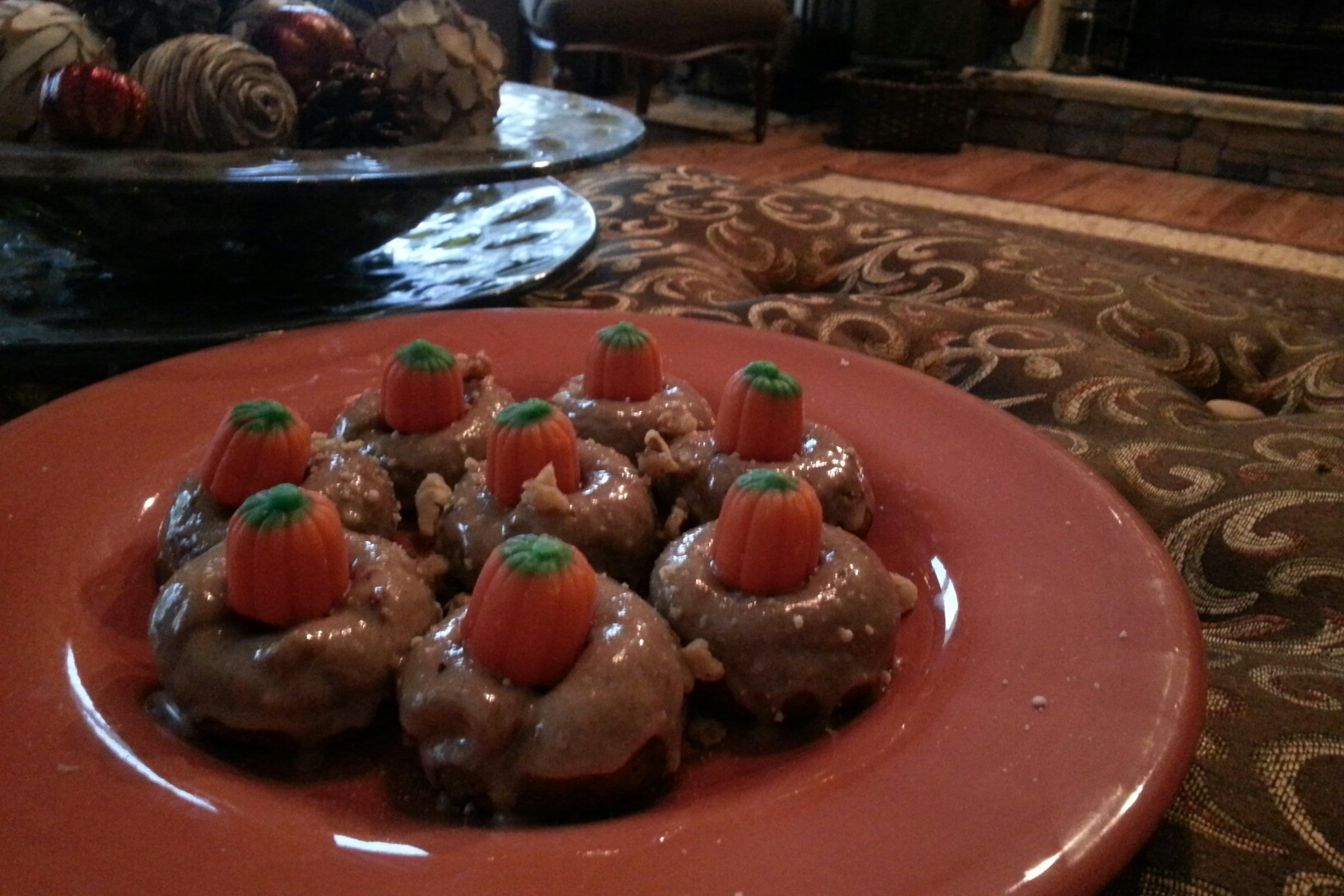 Baked Pumpkin Mini Doughnuts with Cinnamon Maple Cream Glaze   The ...
